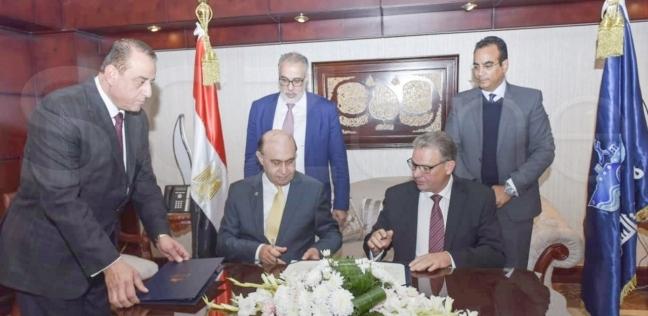 مميش يوقع مذكرة تفاهم لتنفيذ مشروع تداول الحاويات شرق بورسعيد