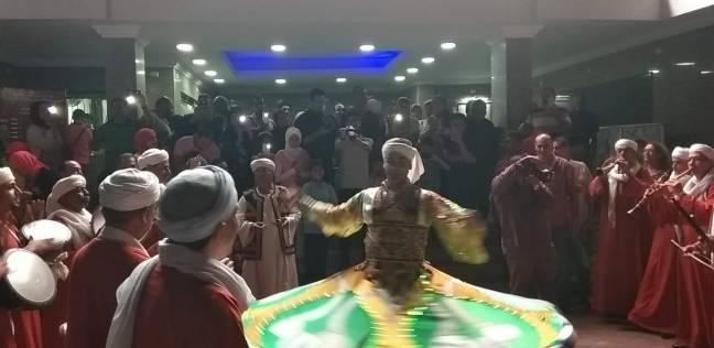 عرض التنورة أمام مسرح محمد عبد الوهاب بالإسكندرية