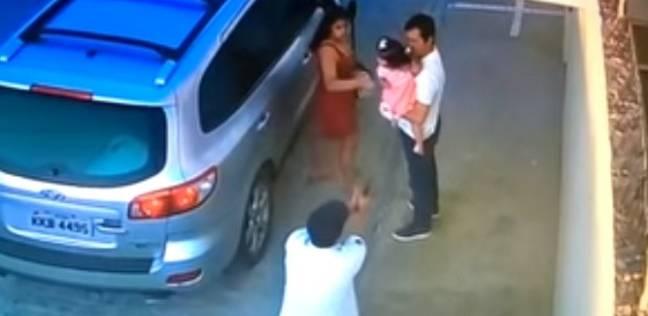 """بالفيديو  """"جريمة بشعة"""".. مقتل محامي برازيلي أمام أعين عائلته"""