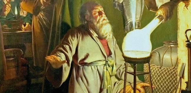 جاء بالصدفة أثناء محاولات لتحويل البول إلى ذهب.. تعرف على قصة اكتشاف الفوسفور