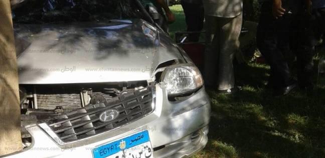 بالصور| إصابة شخصين في حادث اصطدام سيارة بشجرة بمحور العروبة