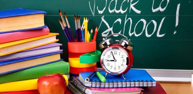 أولياء الأمور يبدأون «الدراسة» فى أغسطس: مذاكرة ودروس وكتب خارجية
