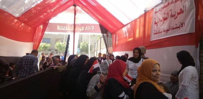 مظاهرة مؤيدة للجيش والشرطة أمام مدرسة قصر الدوبارة