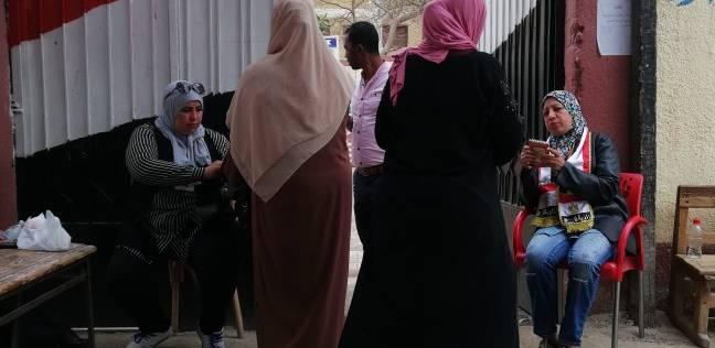 السيدات يتوافدن على لجان الزاوية الحمراء للتصويت
