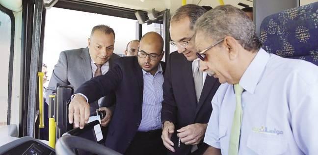 وزير الاتصالات يُعاين تجربة «الأوتوبيس الذكى»