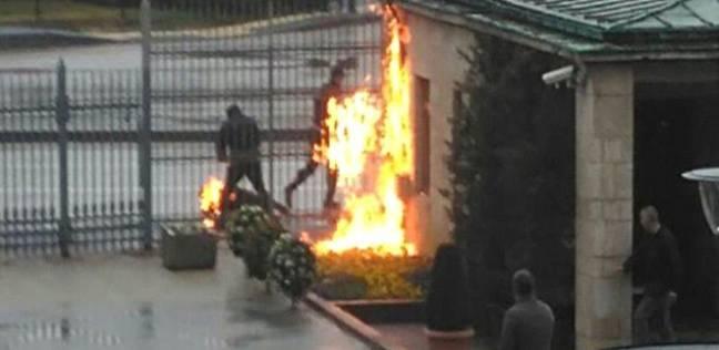 بسبب غلاء الأسعار.. عامل تركي يحرق نفسه أمام البرلمان