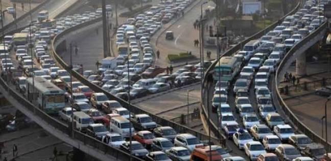 """""""مرور القاهرة"""" تكثف تواجدها بالشارع لتسيير حركة السيارات"""