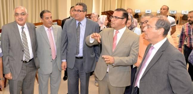 رئيس جامعة المنصورة يفتتح قاعات الامتحانات الإلكترونية بكلية الطب