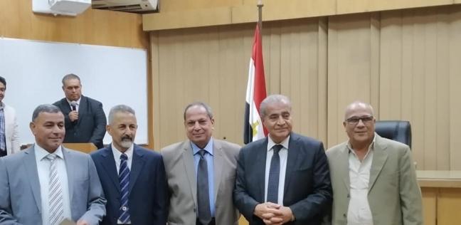 وزير التموين يكرم 3 قيادات بمديرية المنيا لأدائهم المتميز في العمل - المحافظات -