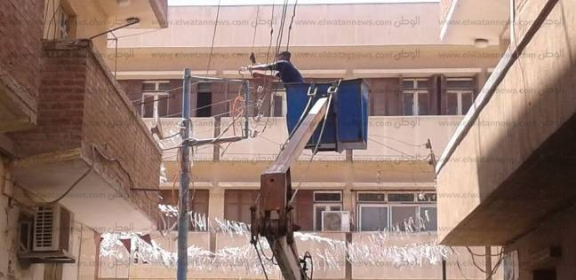 بالصور| رئيس مدينة فوة بكفر الشيخ يوجه بإصلاح وصيانة أعمدة الكهرباء