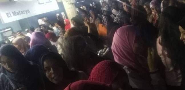 بالصور| زحام شديد بمحطة مترو المطرية