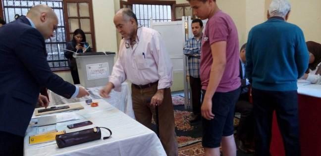 """توافد الناخبين للإدلاء بأصواتهم في لجنة مدرسة """"رجاك"""" بالغردقة"""