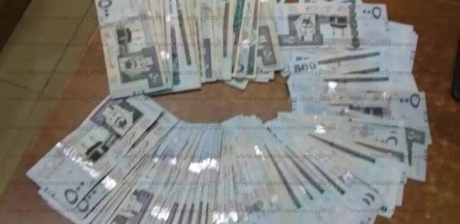 """النيابة تطلب تحريات """"الأموال العامة"""" في ضبط 80 ألف ريال سعودي بالمطار"""
