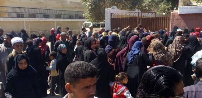 بالصور| إقبال كثيف على لجان التصويت في أسيوط