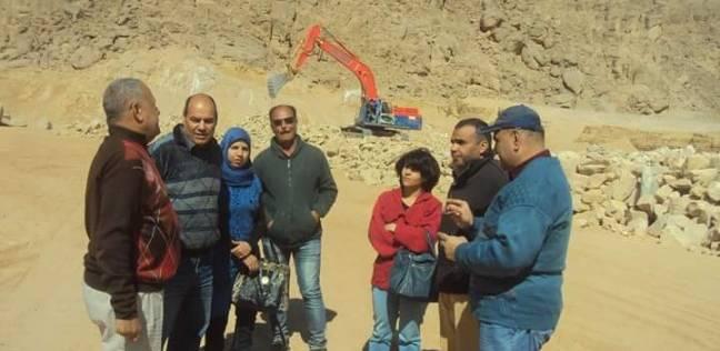 محافظ البحر الأحمر يتابع أعمال إنشاءات سدود الحماية من السيول