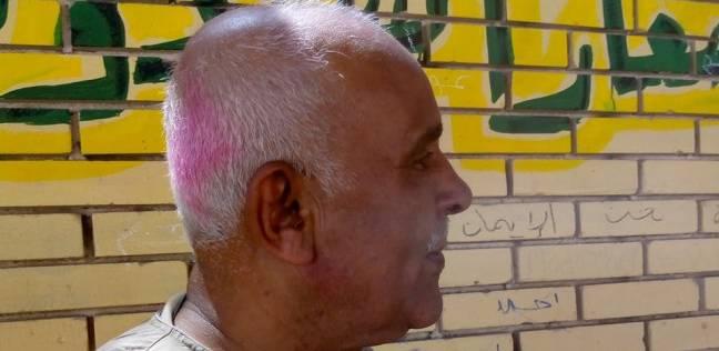 «أبوالرجولة» ختم رأسه بالحبر الفسفورى