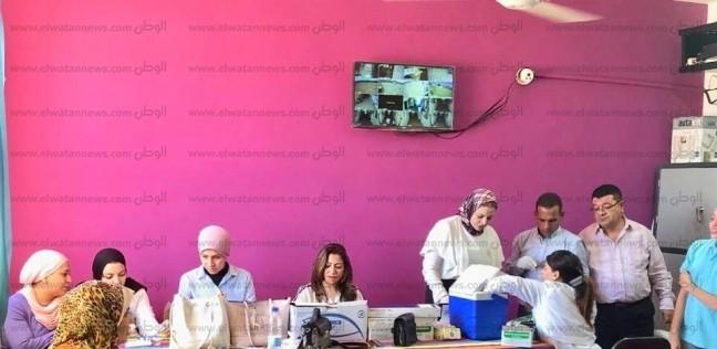 صور.. بدء تنفيذ التطعيمات الروتينية الإجبارية للأطفال بمدارس شرم الشيخ - المحافظات -