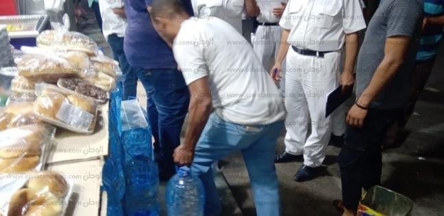 تحرير 30 محضر مخالفة خلال حملة لإزالة الإشغالات على كورنيش مطروح