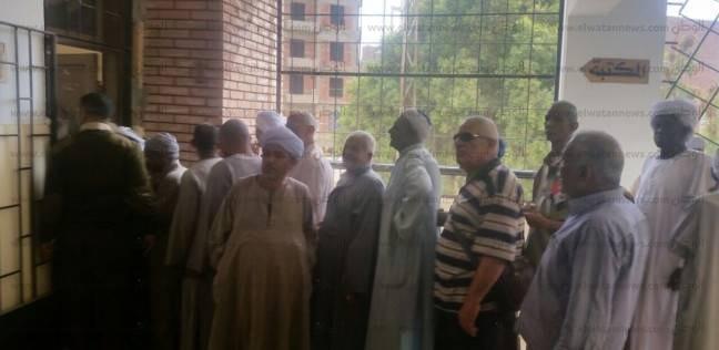 بالصور| طوابير أمام اللجان الانتخابية في أسوان