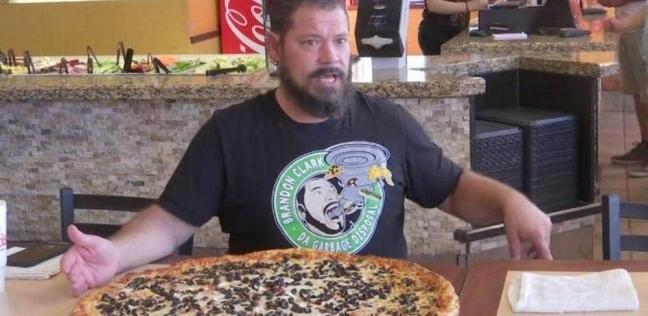 """كلارك في تحدي """"البيتزا العملاقة"""""""