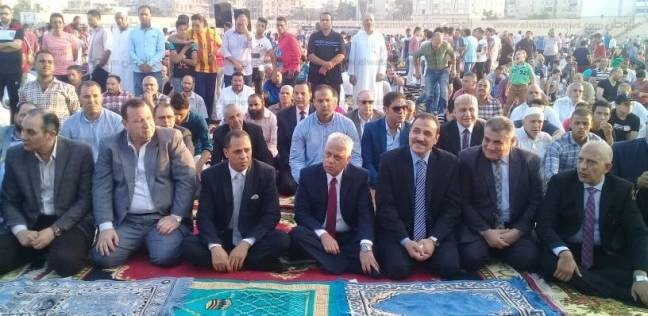 مدير أمن البحيرة والسكرتير العام يؤديان صلاة العيد بساحة ستاد دمنهور