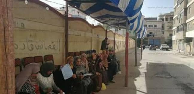السيدات يتوافدن على لجان الاقتراع في قسم أول دمياط