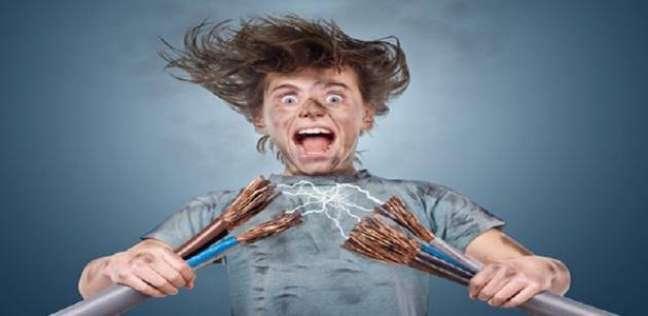 بعد وفاة 7 أشخاص بسببه أمس.. كيف تتجنب الصعق بالكهرباء أثناء الأمطار؟