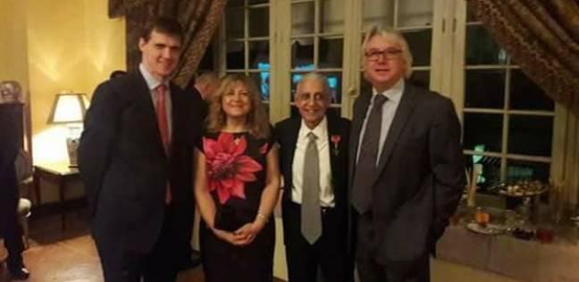السفير البريطاني يكرم القنصل البريطاني بالأقصر