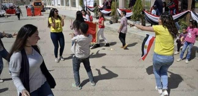 رقص أمام اللجان