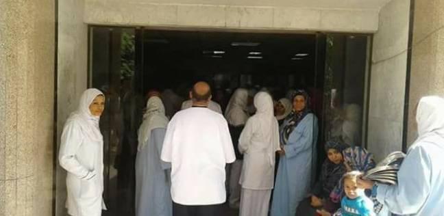 """إضراب واحتجاج في """"التأمين الصحي"""" بالمنيا بسبب الحوافز والتثبيت"""