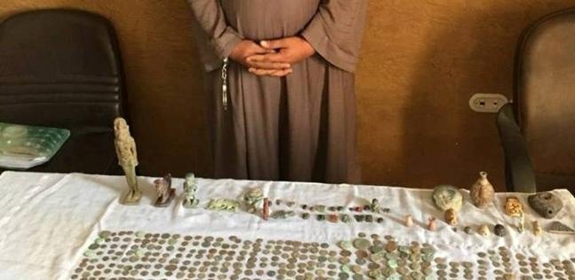 ضبط 41 تمثالا و890 عملة معدنية يشتبه في أثريتها بالمنيا