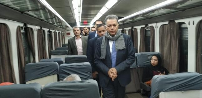 """بعد قليل.. وزير النقل يتابع التشغيل التجريبي لكهربة إشارات """"مغاغة"""""""