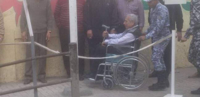 القوات البحرية تنقل كبار السن لمقر لجانهم الانتخابية بالإسكندرية