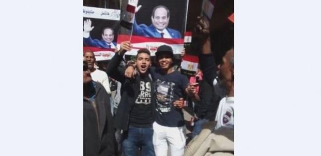 """أعلام مصر مجانا وصور السيسي تغزو محيط """"الزمالك القومية المشتركة"""""""