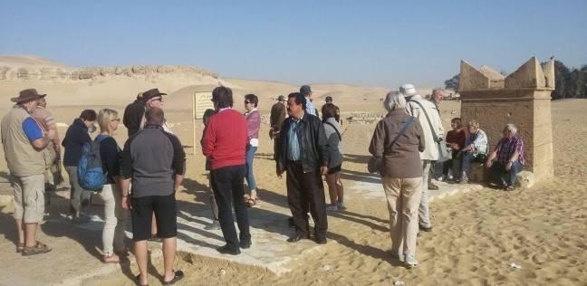 وفد ألماني يزور آثار تل العمارنة في مركز ملوي بالمنيا