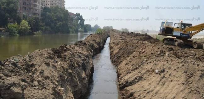 بدء تطهير مصرف المزارع البحثية بجامعة كفر الشيخ