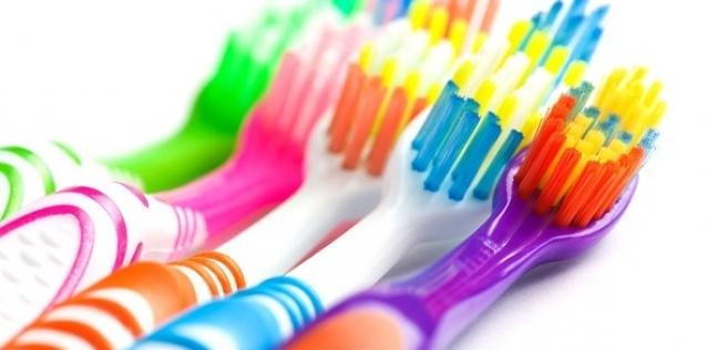 دراسة تحذر من خطورة فرشاة الأسنان في نقل فيروس كورونا وكيفية تعقيمها