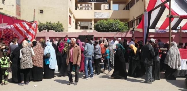 إقبال المواطنين على لجان التصويت