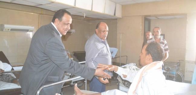 سكرتير عام المنيا يتابع الحالة الصحية للمصابين في حادث الشرفا