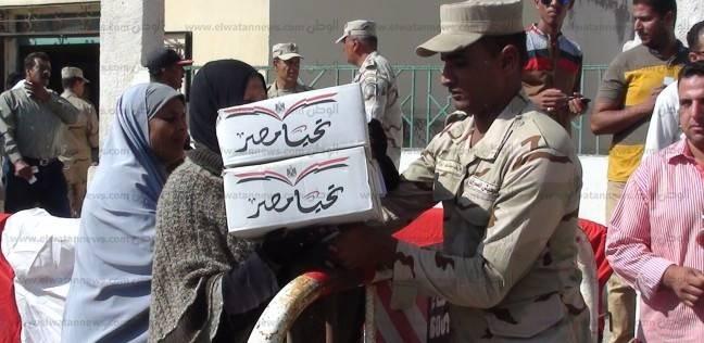 الجيش يوزع 2000 كرتونة مواد غذائية بقرية النغاميش في سوهاج
