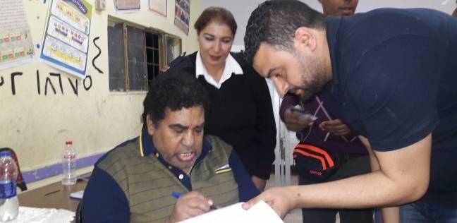 عدوية يدلي بصوته في الانتخابات الرئاسية بإحدى لجان المعادي