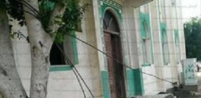 تلامس أسلاك الكهرباء يسبب انفجار يثير الذعر بإحدى شوارع مدينة كفر الشيخ