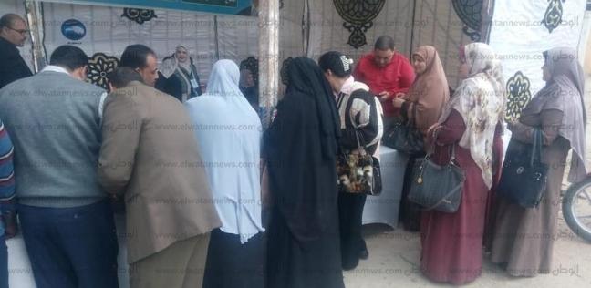 إقبال كثيف وطوابير أمام لجان الاستفتاء بالبحيرة