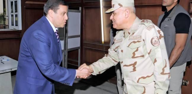عاجل بالصور  وزير الدفاع يتفقد اللجان الانتخابية بالدقي