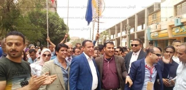 """مسيرة لطلاب """"جامعة أسيوط"""" للحث على التصويت بالانتخابات الرئاسية"""