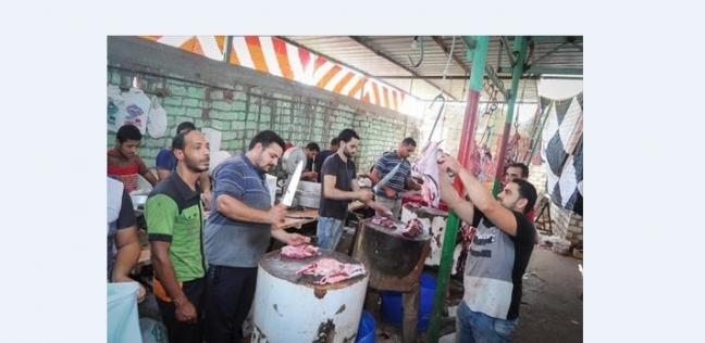 إبراهيم اثناء تقطيع اللحم