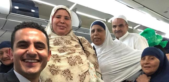 المضيف محمد عكر مع الركاب من محافظة الشرقية