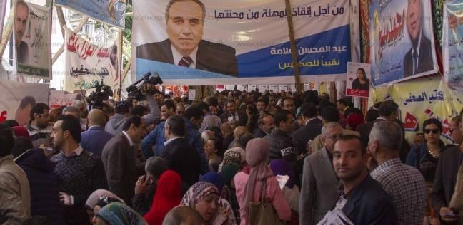 علاء ثابت: نخلع أردية السياسة على باب نقابة الصحفيين