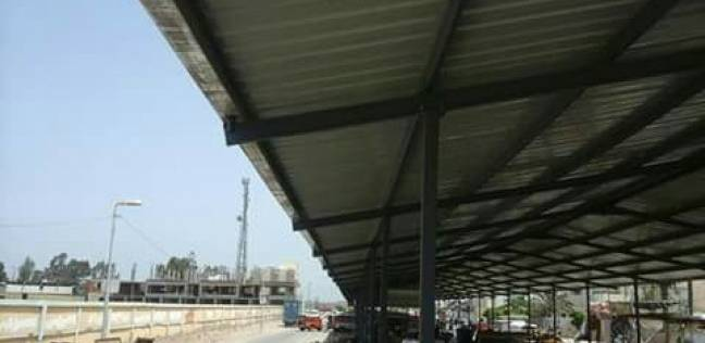 الانتهاء من أعمال إنشاء مظلة لسوق الباعة الجائلين بمدينة كفر سعد