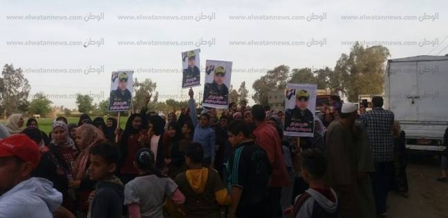 حاملين صورة شهيد.. مسيرة لأهالي قرية مشال بالغربية للإدلاء بأصواتهم